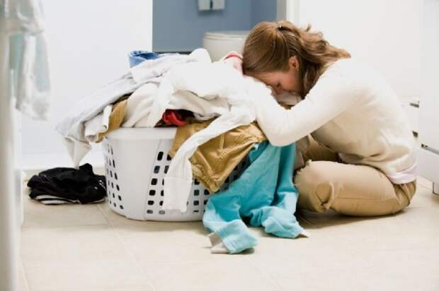 Одежда, ну почему ты так быстро становишься тусклой? /Фото: cdn.popmama.com