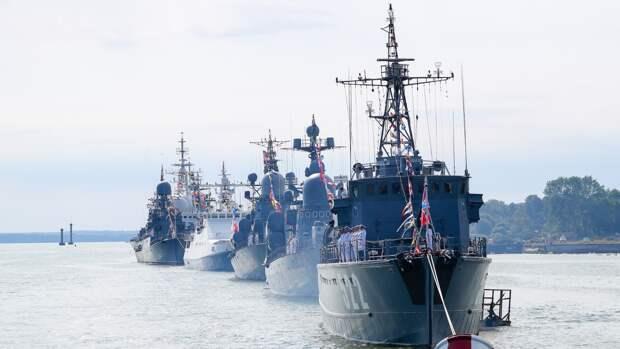Два вьетнамских фрегата прибыли во Владивосток для участия в праздновании Дня ВМФ