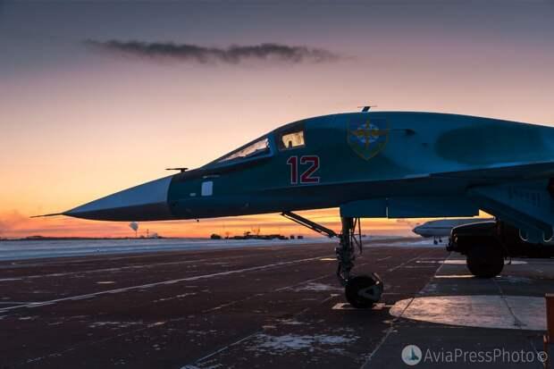 Современные бомбардировщики Су-34 защитят Россию