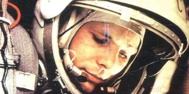 На Синявинской открылась изобразительная выставка «Впервые в космосе»