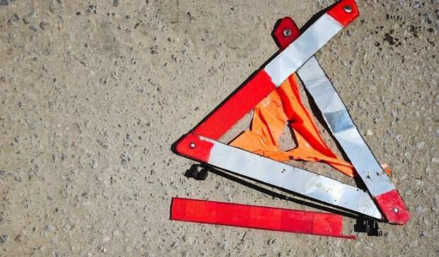 Пьяный за рулем ВАЗ-2114 проломил забор парка и сбил торговую палатку