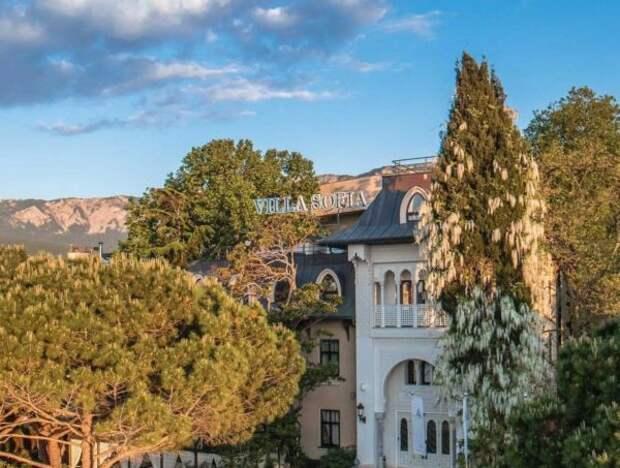 София Ротару продает отель в Крыму