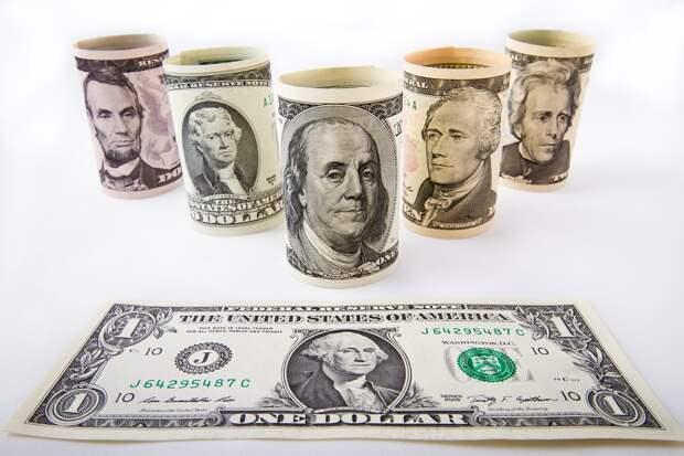 Доллару предсказали рост до 85 рублей к концу года