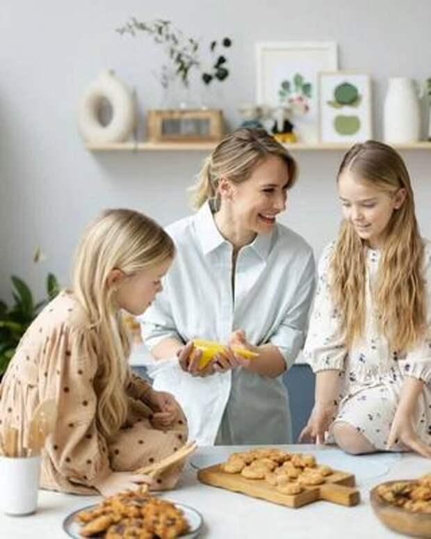 Помогать, не врать и еще пять правил воспитания детей от Марии Кравцовой