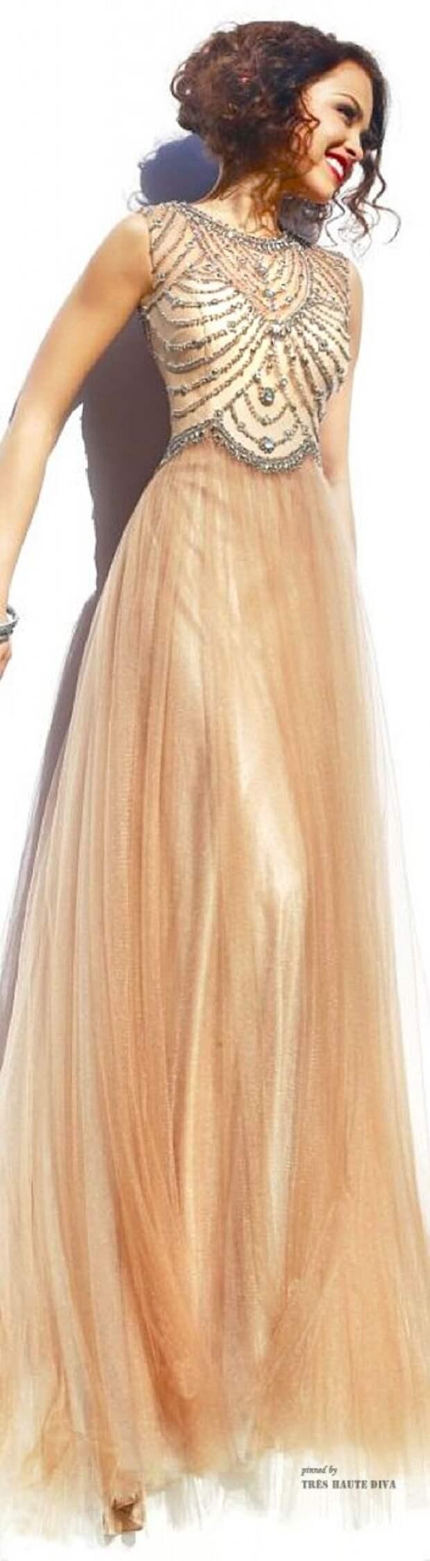длинные платья в пол для маленького роста