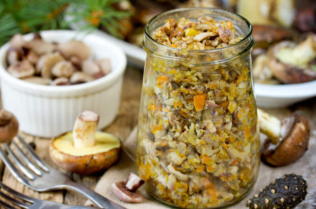 Закатаем овощи в банку. Как приготовить икру из баклажанов и перца