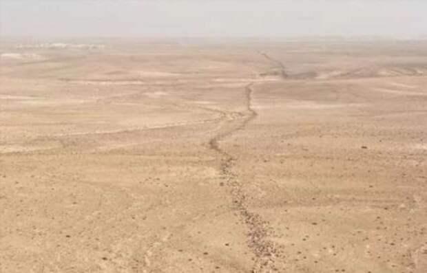 Вторая Великая — кто построил 150-километровую стену посреди безжизненной пустыни (+Видео)