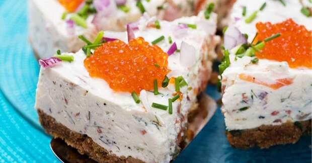 Закусочный торт с лососем