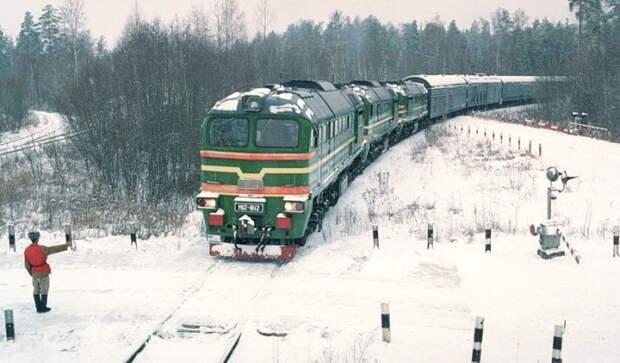 Боевой железнодорожный комплекс «Молодец» выезжает из расположения ракетной дивизии, Костромская область