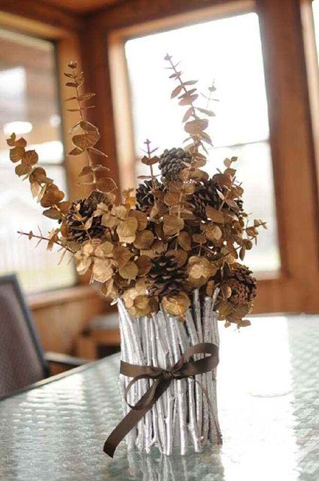 Один из лучших и простых вариантов оформления стола при помощи симпатичной вазы, что придется по душе.