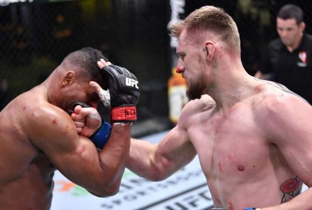 Стерлинг восхитился Волковым после победы россиянина над Оверимом на турнире UFC