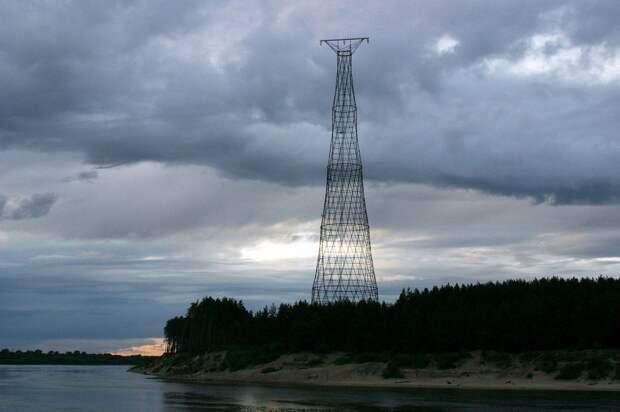 Башня линии электропередач на берегу р.Оки в районе г.Дзержинска
