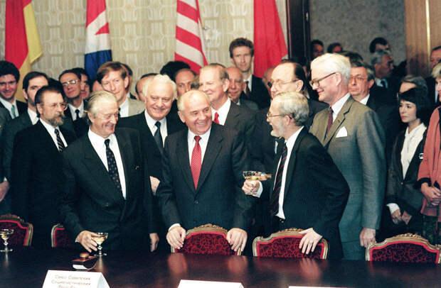 Сдача без боя. Как Михаил Горбачёв провалил сделку по НАТО