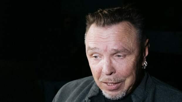 Сукачев почтил память погибших во время стрельбы в Казани песней на татарском языке