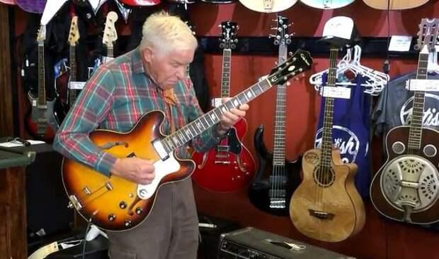 Никогда не поздно научиться играть на гитаре, например