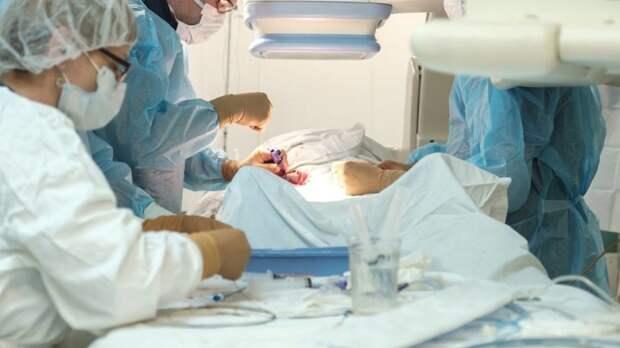 Медики выписали из больницы еще трех пострадавших на Эльбрусе туристов