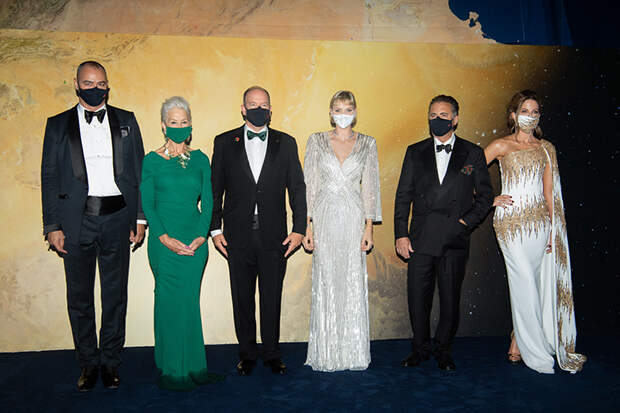 Князь Альбер и княгиня Шарлен, Джонни Депп, Хелен Миррен, Марат Сафин и другие гости гала-вечера в Монте-Карло