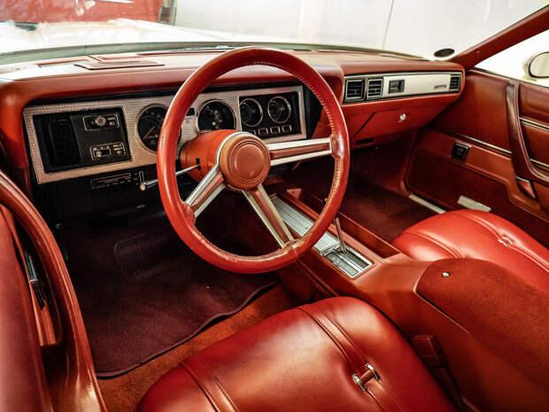 Когда-то автомобили были большими, красивыми, мощными и железными...