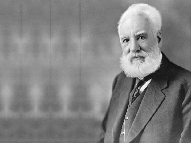 Александр Белл создал первую телефонную компанию