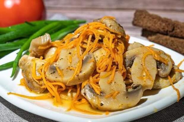 Фото к рецепту: Корейский салат с шампиньонами и морковью