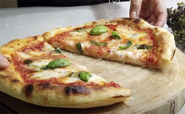 Итальянец показал как сделать пиццу на сковороде и в духовке. Съели и поняли, что перый раз ели настоящую пиццу