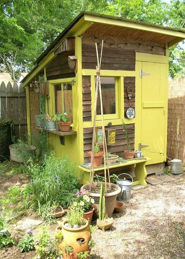 Подсобное помещение с односкатной крышей. | Фото: Pinterest.