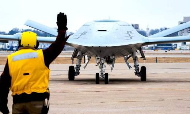 Беспилотник-заправщик MQ-25A сможет доставить истребителям 6,8 тонн топлива