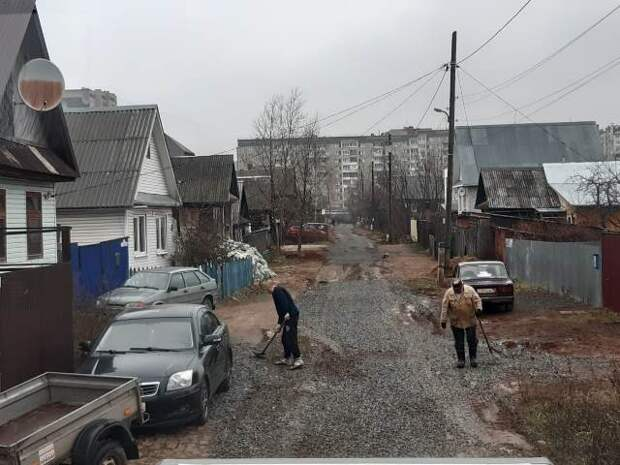 Жители частного сектора Ижевска растащили щебень с отремонтированной дороги