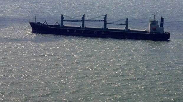 Нефтяной танкер загорелся после взрыва у побережья Сирии