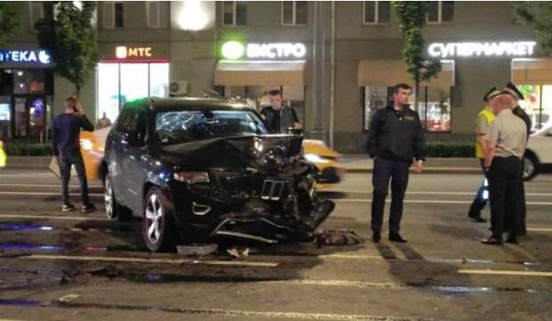 СМИ выяснили, кто ездил за рулем внедорожника Ефремова