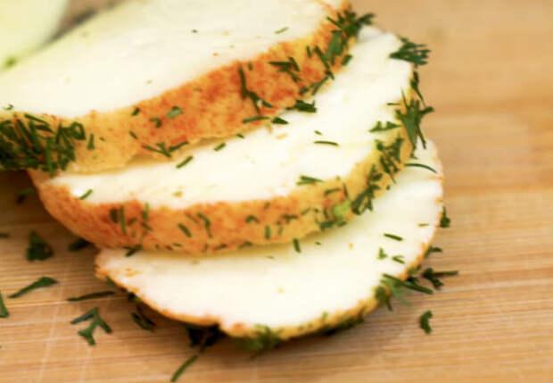 Кладем творог в молоко и настоящий сыр готов