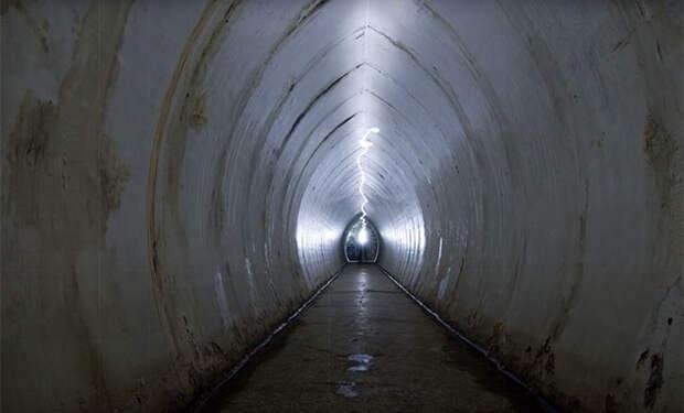 Рабочие нашли в центре озера люк и спустились в подводную комнату, закрытую 130 лет