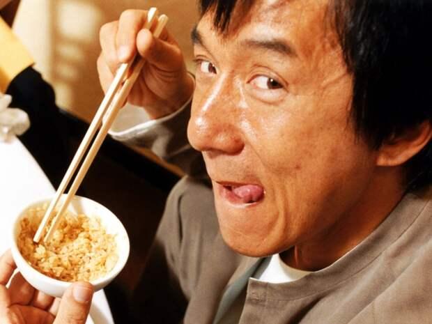 джеки чан ест рис