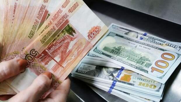 Аналитик рассказал, чем опасна покупка долларов