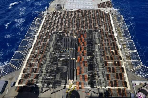 В ВМС США заявили о задержании судна с нелегальным российским и китайским оружием