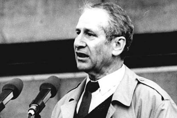 Маркус Вольф: почему главу разведки ГДР называли «человеком без лица»