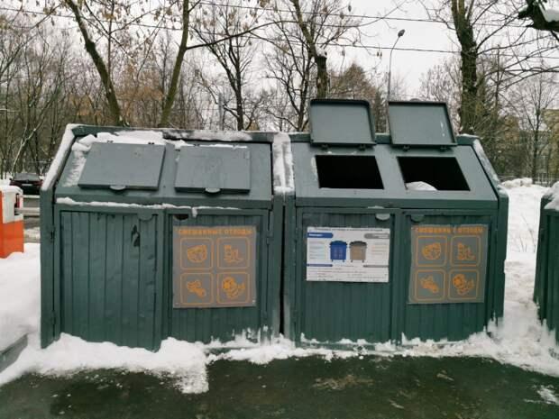 Мешающий проходу мусорный контейнер на Фестивальной переносить не будут
