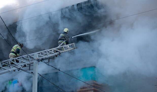 Из горящего дома на проспекте Победы в Оренбурге спасли 25 человек