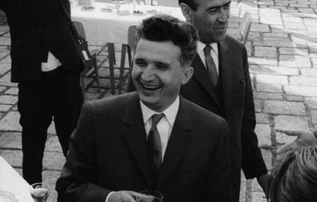 Николае Чаушеску в молодости.