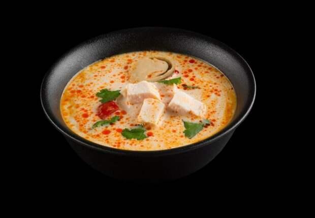 Тайский суп Том Кха с соусом чили: пошаговый рецепт