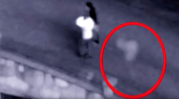 Видеозапись с призрачным силуэтом, который преследовал молодую пару