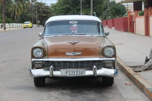"""На новый год отдыхал на Кубе. Познакомился с владельцем """"Москвича"""". Делюсь его мнением на счёт наших авто"""