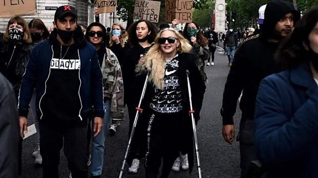 Бен Аффлек, Кристен Стюарт, Кара Делевинь присоединились к протестам в Лос-Анджелесе