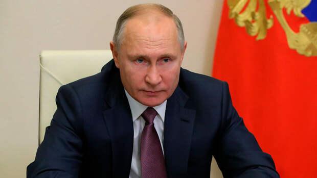 Песков сообщил, что Путин на самоизоляции чувствует себя нормально