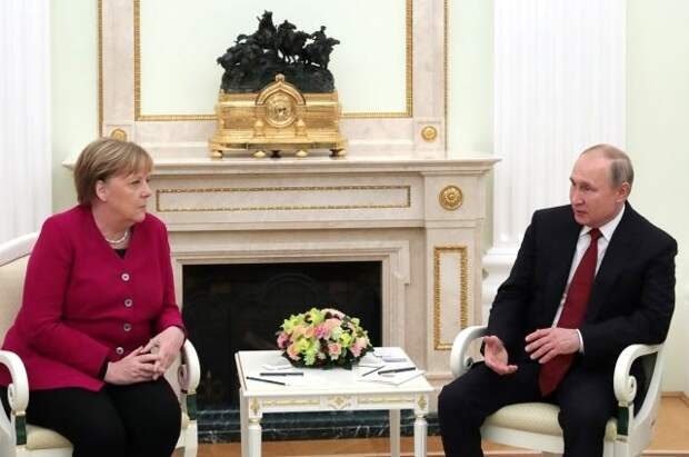 Берлин и Париж заявили о намерении продолжать диалог с Москвой