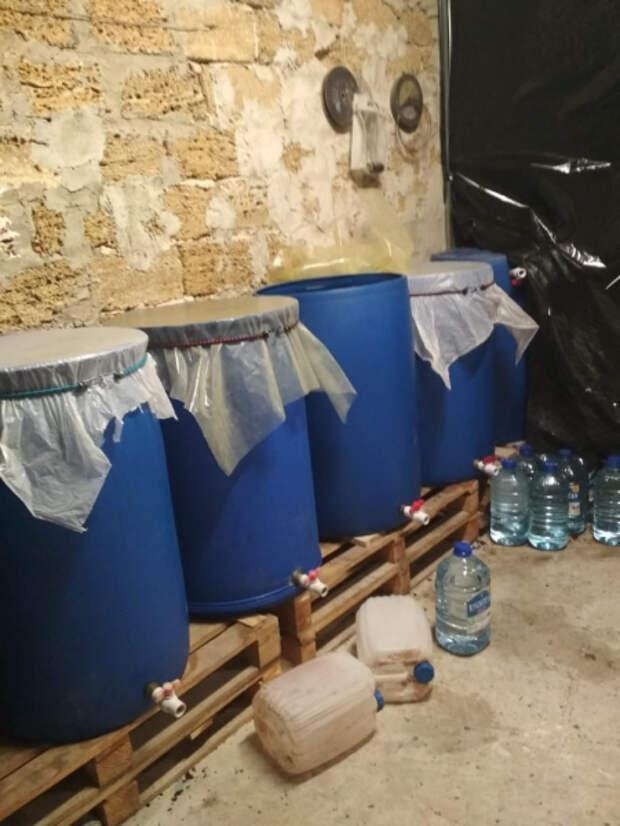 Подпольный цех по производству алкоголя выявили в Крыму