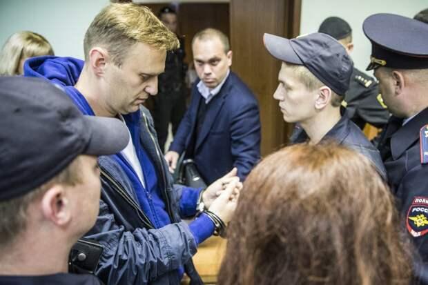 Экстремисты не остановятся: эксперты о будущем организаций Навального