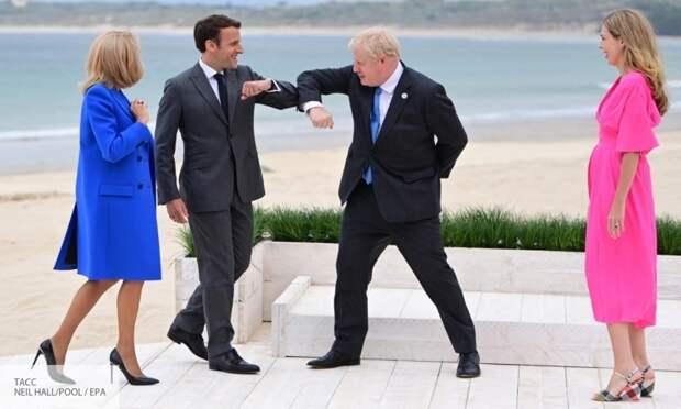 Без штанов, но в шляпе: политолог объяснил, зачем лидерам G7 фарс с локтевым приветствием
