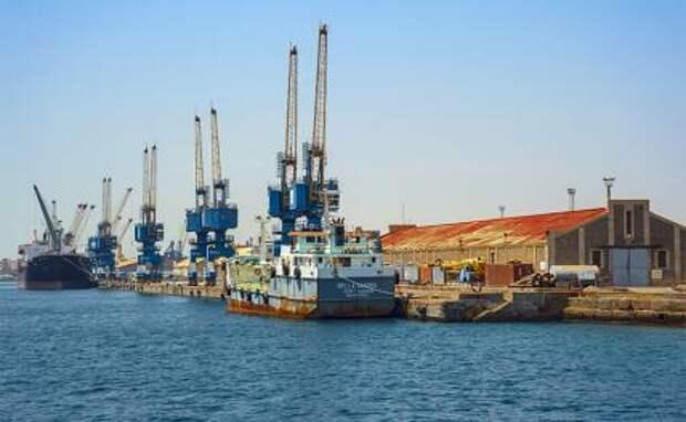 На фото: порт в гавани Порт-Судана