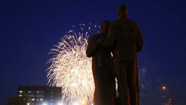 Главный салют в честь Дня Победы в Барнауле. Фоторепортаж